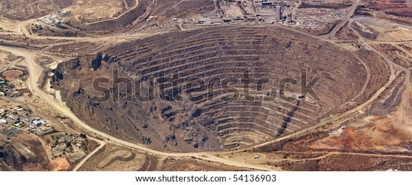 Vue aérienne de l'énorme mine de cuivre de palabora, afrique du sud