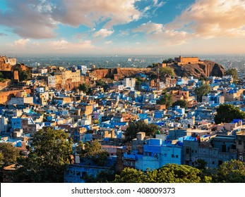 """Aerial view of Jodhpur, also known as """"Blue City"""" due to the vivid blue-painted Brahmin houses around Mehrangarh Fort. Jodphur, Rajasthan, India"""