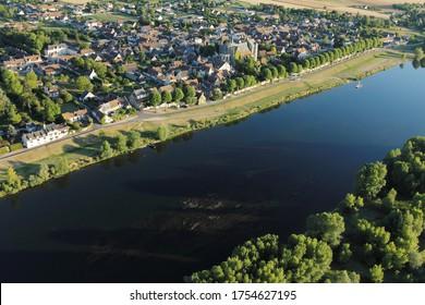 Vue aérienne de Saint-Dyé-sur-Loire dans la vallée de la Loire, département du Loir-et-Cher (41), région du Centre-Val de Loire, France