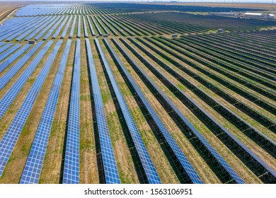Aerial view of many panels of solar cells