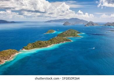 Luftbild von Mingo und Lovango Cays in der Nähe der Insel St. John auf den Amerikanischen Jungferninseln.