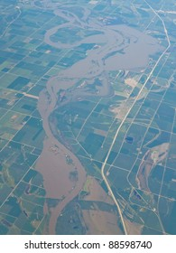 Aerial view of the Missouri River along Interstate 29 in Iowa, USA.