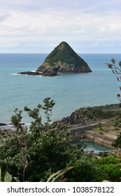 Aerial view of Moturoa Island from Paritutu Rock in New Plymouth, New Zealand