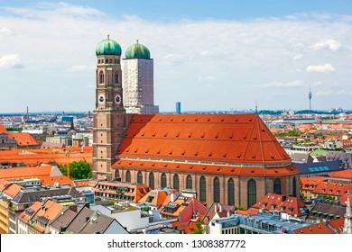 Aerial view of Munich to Marienplatz, New Town Hall and Frauenkirche