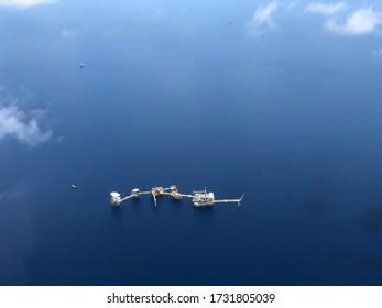 Luftbild der Offshore-Öl- und Gasplattform