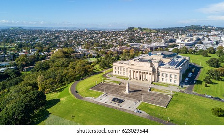 Aerial view on Auckland domain and War Memorial museum with residential suburb on the background. Auckland, New Zealand