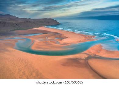 Luftbild des Strandes Raudasandur am westlichen Rand Islands