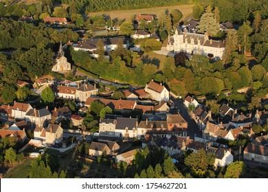 Vue aérienne du château et village de Rilly-sur-Loire, département de Loir-et-Cher (41), région du Centre-Val de Loire, France