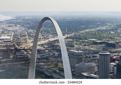 Aerial view of St. Louis arch close up.