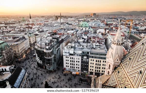 Luftbild von Wien, Österreich, Europa