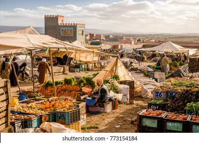 AFRICA, MOROCCO, REGION GUELMIM-OUED NOUN, SIDI IFNI PROVENCE - CIRCA FEB 2006 - Weekly grocery Market at Guelmim