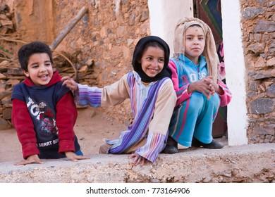 AFRICA, MOROCCO, REGION GUELMIM-OUED NOUN, SIDI IFNI PROVENCE - CIRCA MAR 2006 - Children at Amtoudi