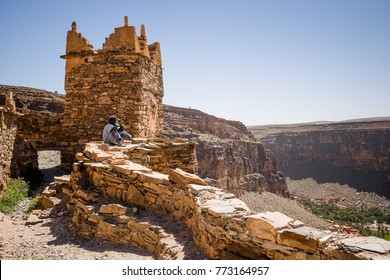 AFRICA, MOROCCO, REGION GUELMIM-OUED NOUN, SIDI IFNI PROVENCE - CIRCA MAR 2006 - Berber at Old castle 'Agadir Id Aissa' at Amtoudi