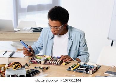 Imágenes, fotos de stock y vectores sobre Electrical Engineer