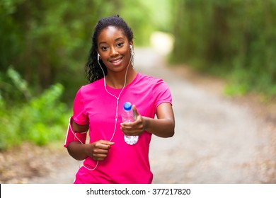 African american woman jogger holding a water bottle  - Fitness, people and healthy lifestyle