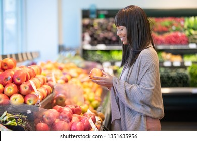 African American woman shopping for produce in grocery store