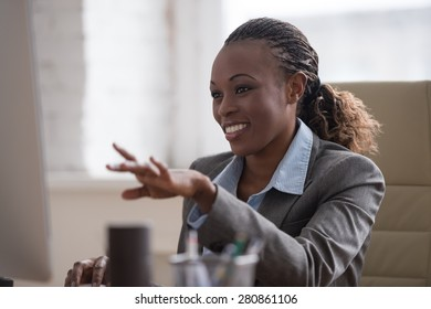 African pretty business woman working at pc in office