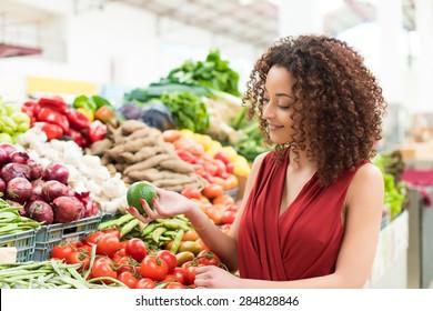 Charmant Afro Woman Shopping Organic Veggies And Fruits