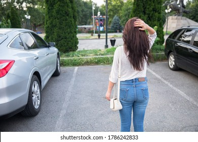 After the car was stolen, the car was shocked by the sight of the woman's back. The woman returned after shopping and did not find her car in the Parking lot