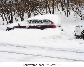 After a heavy snowfall, the car is covered with snow