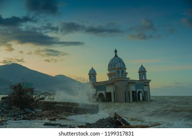 After the tsunami and the earthquake disaster, the floating mosque in Sulawesi was devastated and could not be used anymore