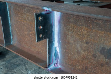 After use Developer spray into the welded to pull the liquid penetrate from the defect for Non-Destructive Testing(NDT) of welding with process Penetrant Testing or Penetration Testing(PT).