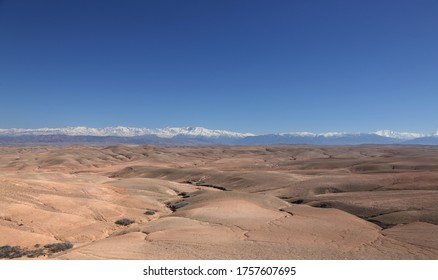 The Agafay desert is located about thirty kilometers south of Marrakech and extends over several hundred hectares. This desert, however rocky can be assimilated to a desert of sand