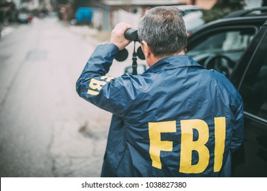 The Agent FBI is looking at the binoculars
