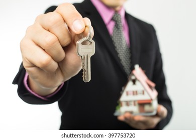 Agent show key real estate to customer .