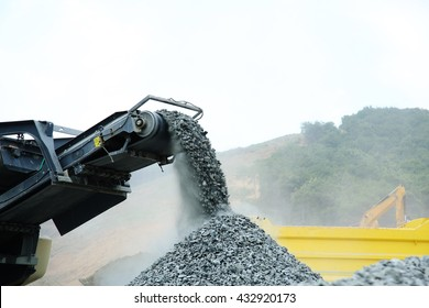 aggregate production by mobile crusher