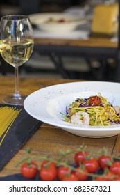 Aglio e olio with srimps and a glass of white wine