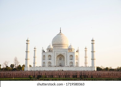 AGRA, INDIA - 07. MARCH 2020: The Taj Mahal, ivory-white marble mausoleum in India.