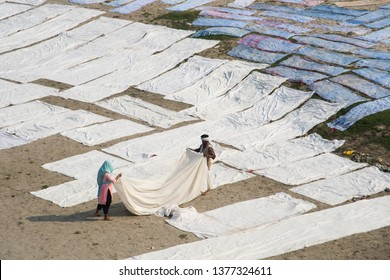 AGRA, INDIA 15 FEBRUARY 2018 : Aerial view of people Drying cloth after washing in the hot sun on banks of River Yanuma, Agra, India.