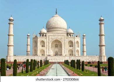 AGRA, INDIA - FEBRUAR 26, 2014: The Taj Mahal  is a white marble mausoleum located in Agra, Uttar Pradesh, India