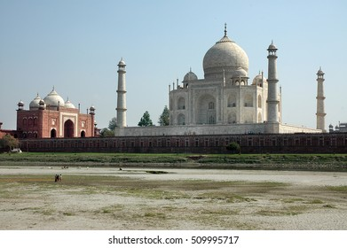 AGRA, INDIA - MARCH 05, 2006: View of the buildings of the Taj Mahal from the Yamuna river