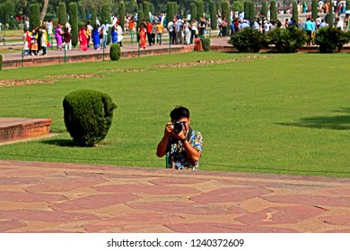 AGRA-INDIA-APRIL 9 :  The traveller take a photo at Tomb of Love Taj Mahal, The big white marble building of India, April 9, 2017, Agra province, India