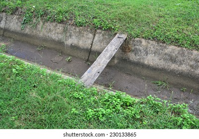 agricultural irrigation way and wood for cross