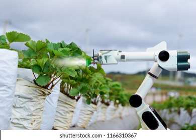 Agricultural machinery robots mechanical arm working technology.