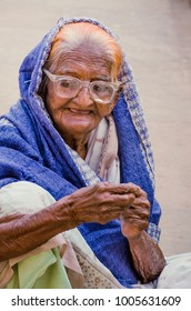 AHMEDABAD, GUJARAT, INDIA, 10th Dec, 2017. Close up of helpless old aged Indian lady stuck in poverty with no escape, begging for her survival from by passers at Sarkhej Roza, in Ahmedabad, India.