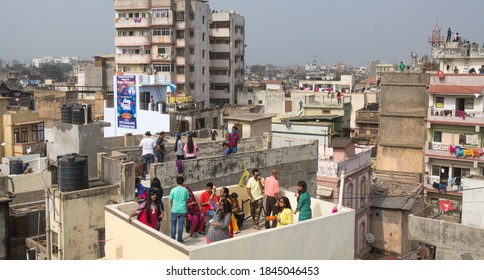 Ahmedabad, Gujarat, India. 14 January 2015. People enjoying the Kite festival on the roof top of their residence at old Ahmedabad city Ahmedabad, Gujarat, India.