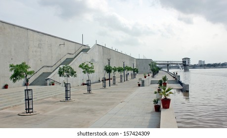 AHMEDABAD, GUJARAT/ INDIA-AUGUST 17 : View of Sabarmati Riverfront on August 17, 2012 in Ahmedabad.