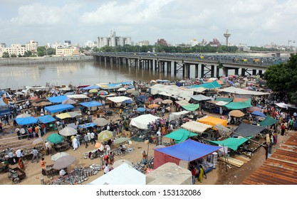 AHMEDABAD, GUJARAT/ INDIA-SEPTEMBER 1 :Gujari Bazaar on September 1, 2013 in Ahmedabad. An informal market place near Ellis Bridge on the bank of river Sabarmati. This bazaar takes place every Sunday.