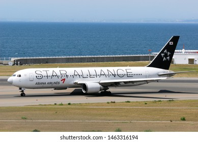 Aichi, Japan - May 06, 2010:Asiana Airlines Star Alliance Livery Boeing B767-300 (HL7516) passenger plane.