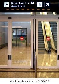 Aiport gate doors