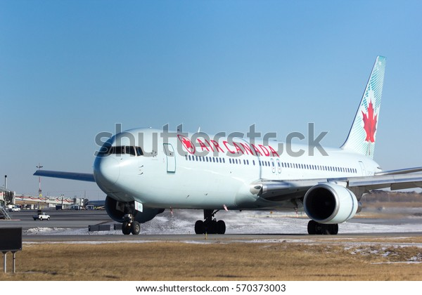 Air Canada Flight 128 taxiing for take off at Calgary International Airport on Feb 2, 2017