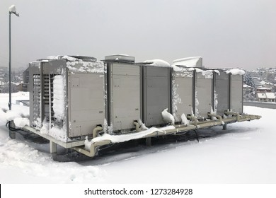 Air conditioner outdoor unit on winter time