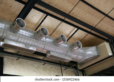 Air ducts for ventilation ducts Made of large spherical aluminum material, mounted on the factory ceiling and hall