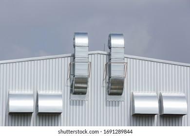 Récipient de ventilation sur le mur de l'usine