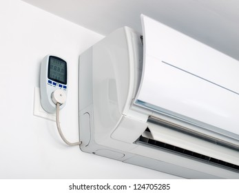 Air-conditioner is plugged on a energy measurement device.