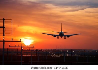 aircraft approach during sundown